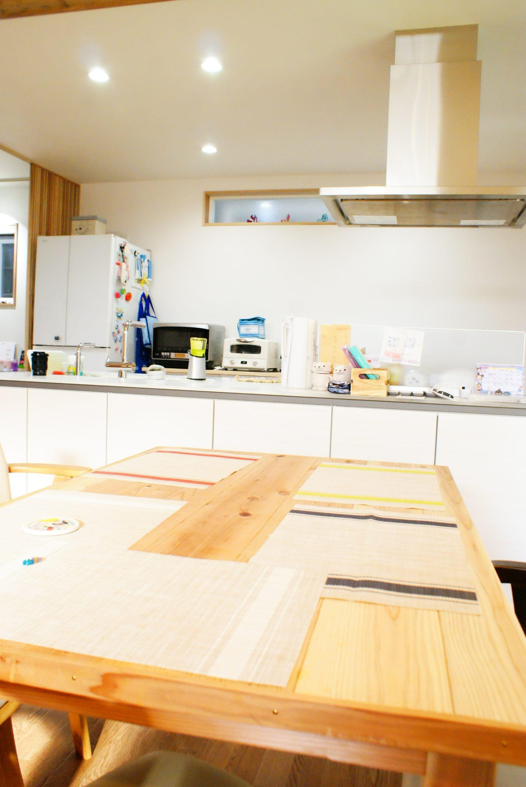 開放感のあるキッチンダイニング!ダイニングテーブルも伸建設オリジナル!