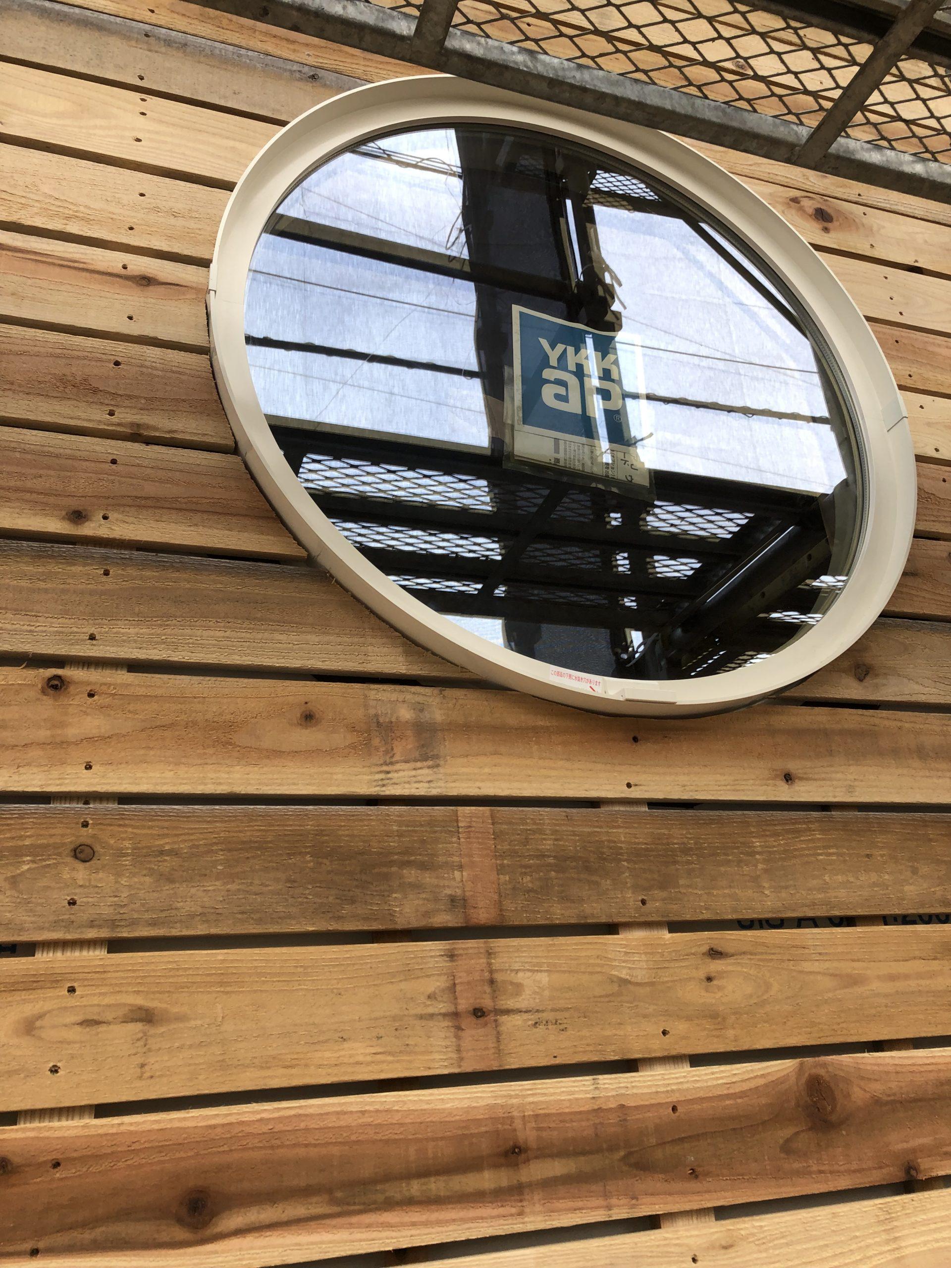 YKKショールームで選んでもらった丸い窓!