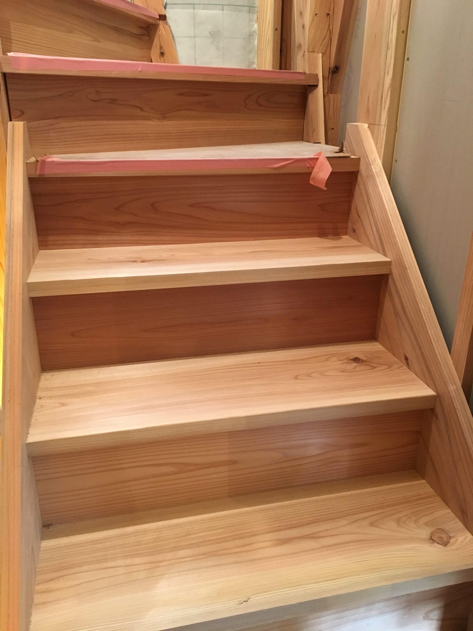 階段も大工が現場で作っています