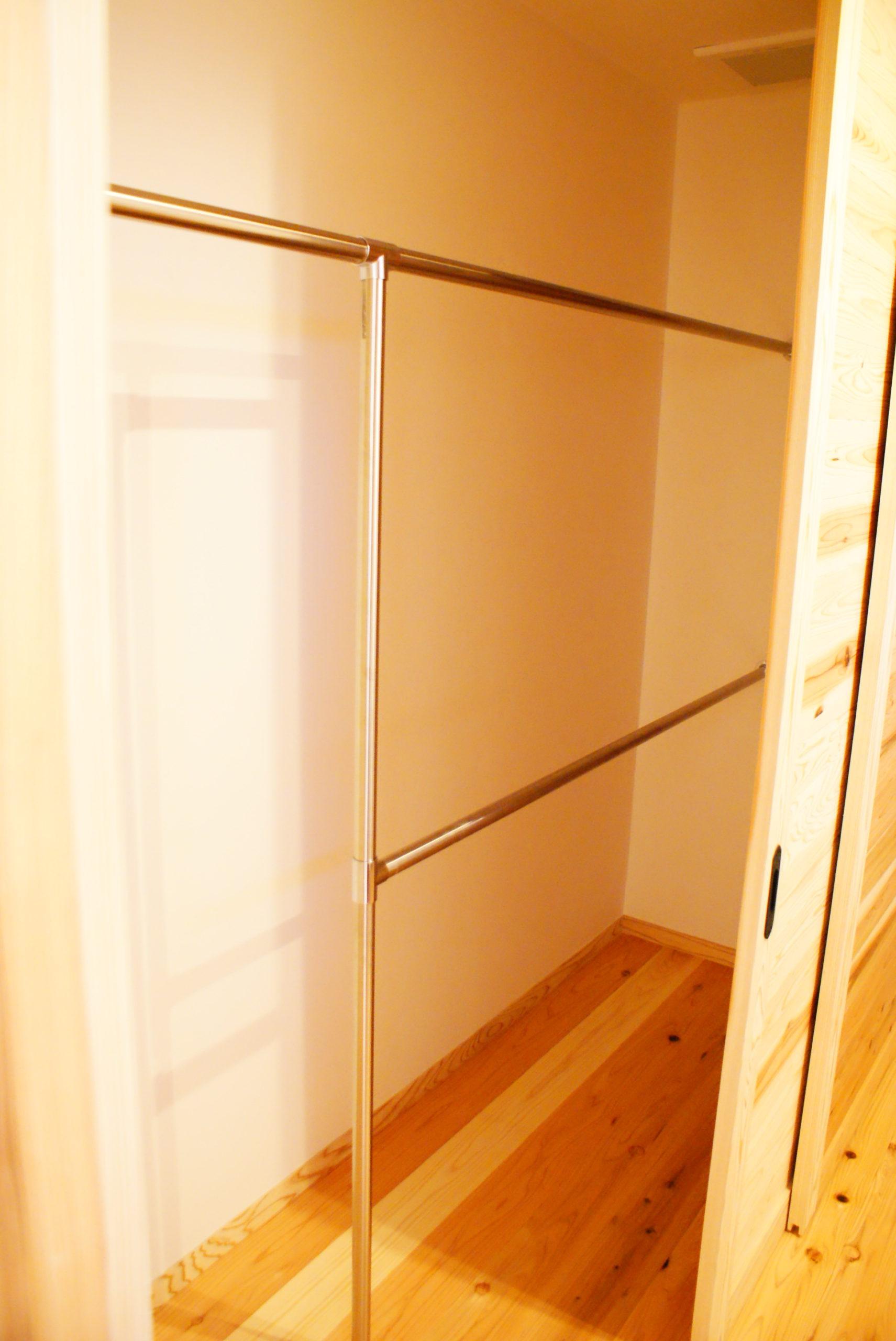 物干し専用スペース、              天気も花粉も気にせずお洗濯!           そして洗面脱衣室にもキッチンにも        隣接していて使い勝手良し!